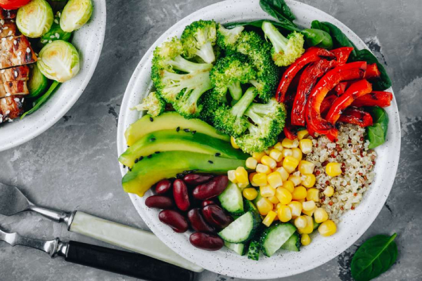 A Bowl of Healthy & Colorful Vegetables For Breakfast.